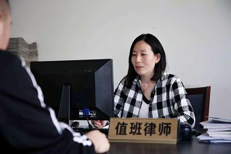 华政律师参加青岛市总工会法律服务中心信访室接访