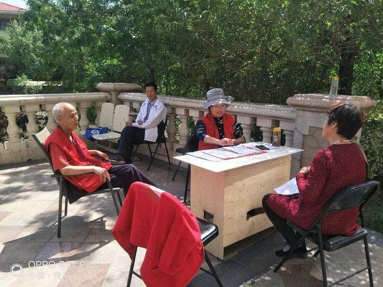 华政所宋晓娜律师为社区居民提供法律咨询服务